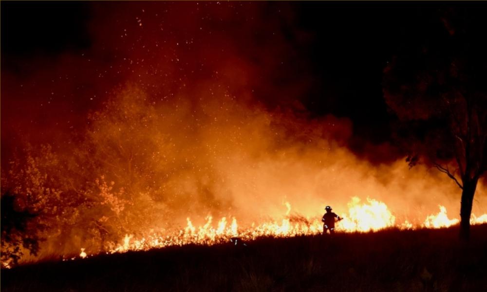 A-firefighter-battling-a-bushfire