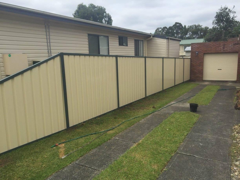 Two tone colours colorbond fence - FENCiT