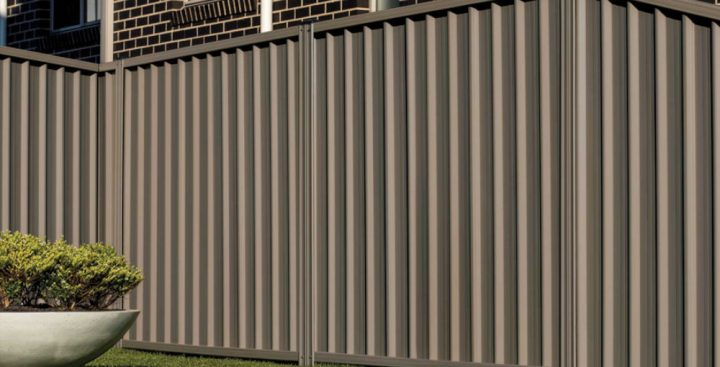 Bushfire protection with steel fencing